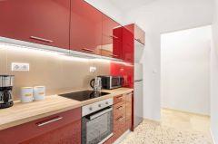 Κατακόκκινη γυαλιστερή κουζίνα!